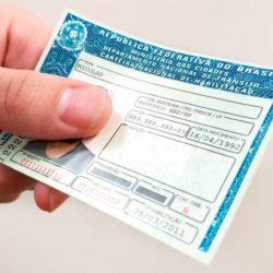 Atualmente se o motorista tiver 20 pontos de infração no decorrer de 12 meses, sua CNH é suspensa. Nova proposta propõe dobrar este número caso seja aprovada.
